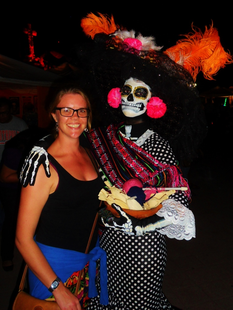 Ollie makes a friend of a passing Catrina in La Paz #hoptgf