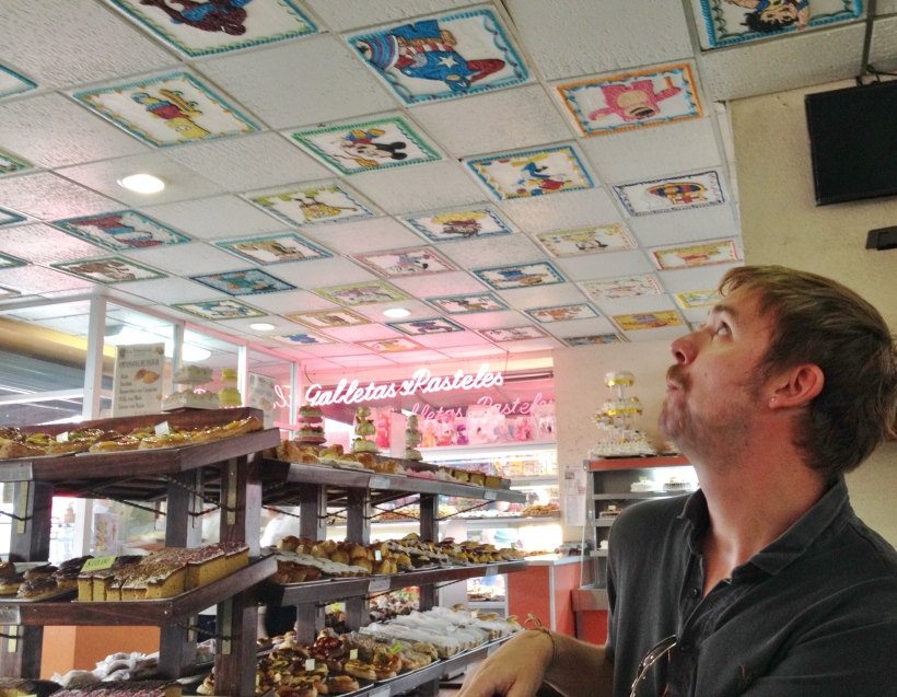 Panificadora La Vasconia - amazing cakes and iced ceiling tiles