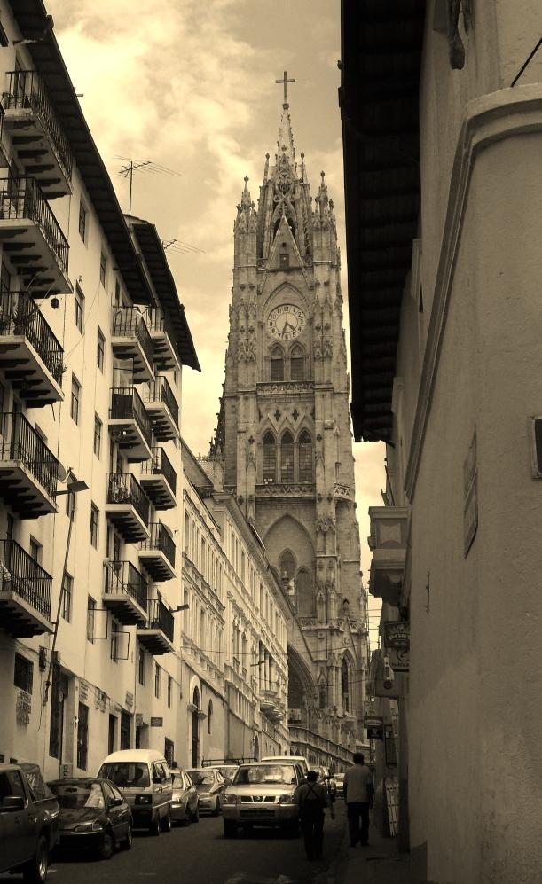 One of the towers of Basilica de Volto Nacional
