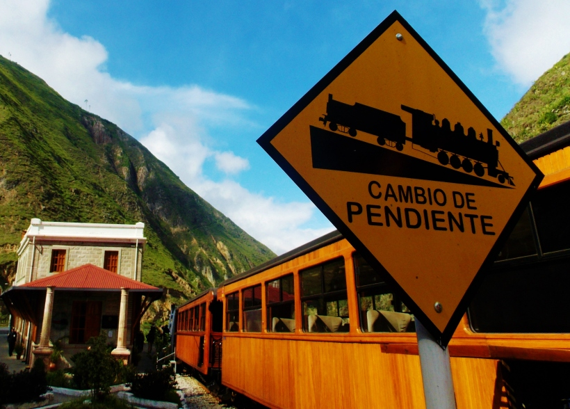Switchback sign on the Nariz del Diablo