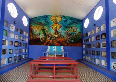 Inside the chapel of the Baños cemetery