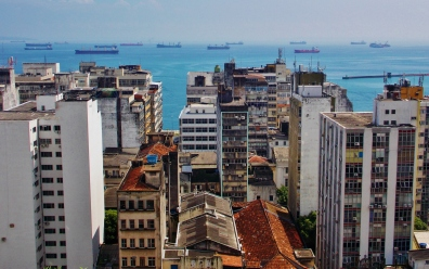 Cidade Baixa with ships on the horizon