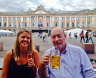 A 'distingué' sized beer in front of the Capitole