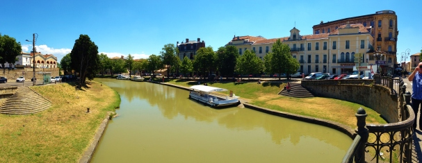 Canal-Du-Midi runs through Carcassonne